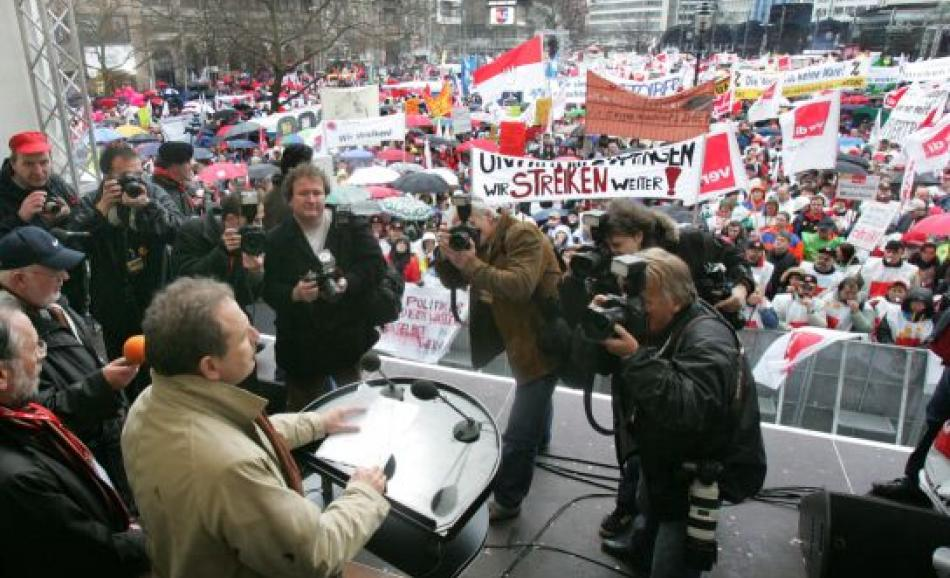 Ver.di General Secretary Frank Bsirske addressing demonstrators in Hannover