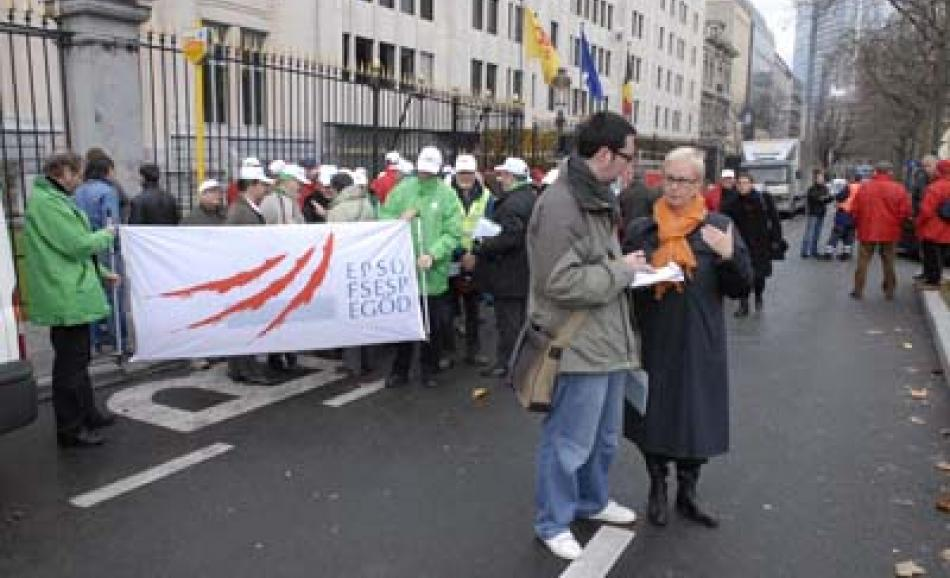 EPSU General Secretary talks to press at French Solidarity action 20 November