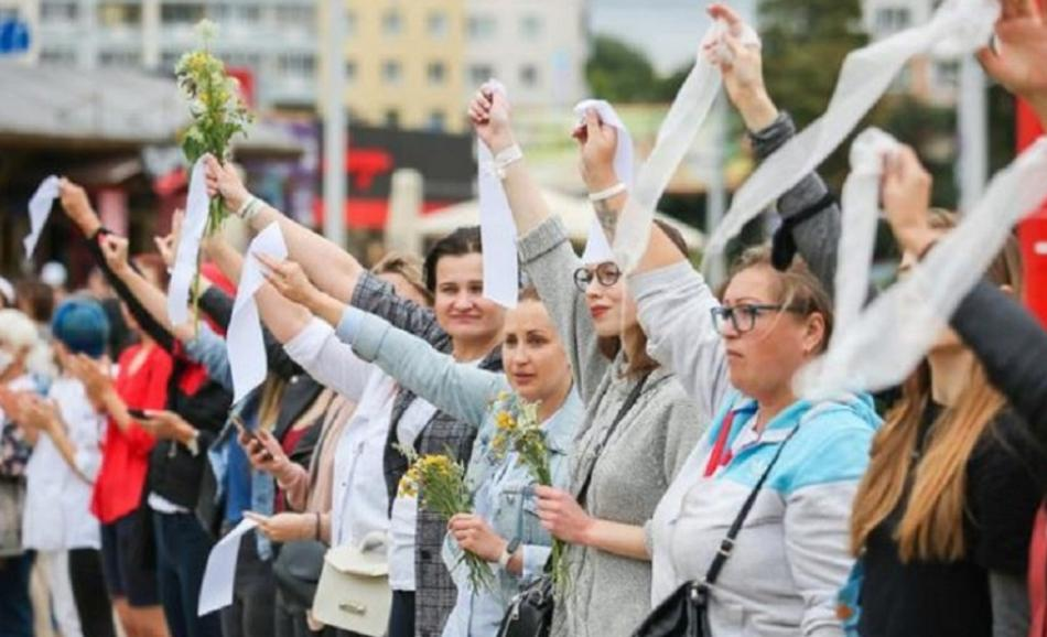 Situation in Belarus - Protest of women against election result
