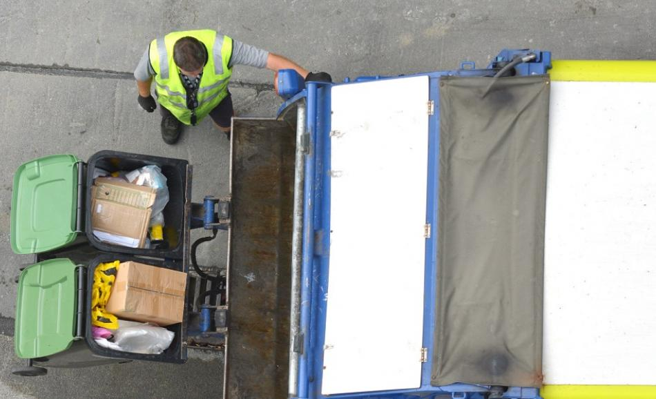 Waste worker aerial view ©CanStockPhoto lucidwaters