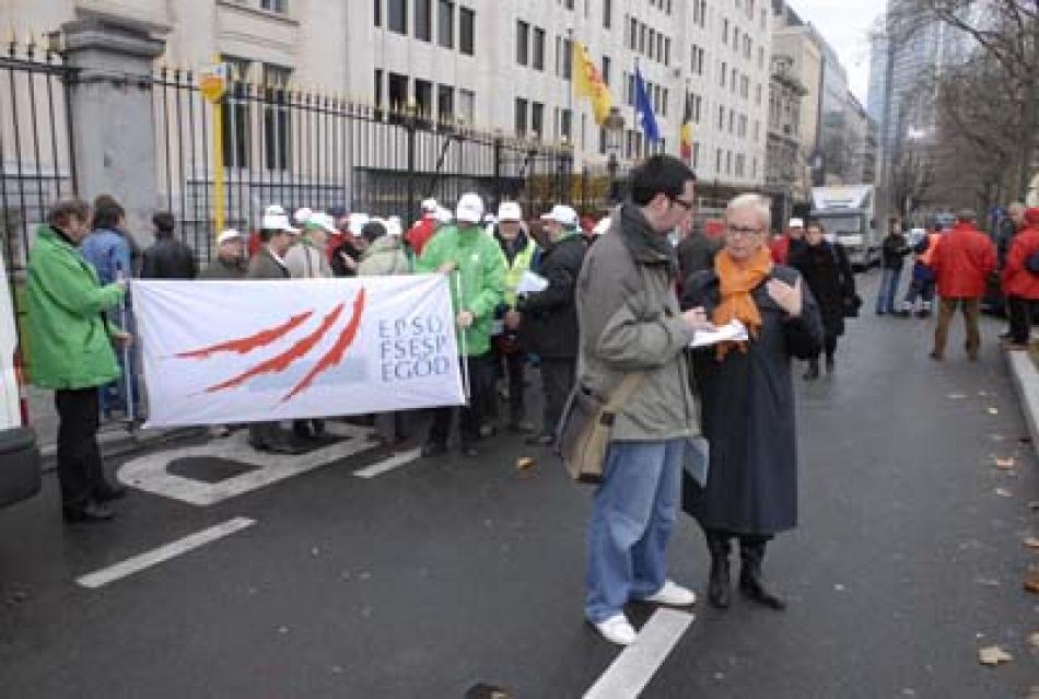 EPSU General Secretary talks to press at French Solidarity action 20 November