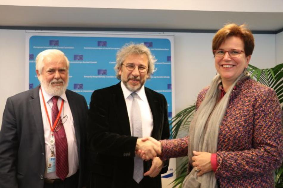 Meeting European Economic and Social Committee with Turkish journalist Can Dunbar - Georges Dassis, Can Dündar  and Gabriele Bischoff