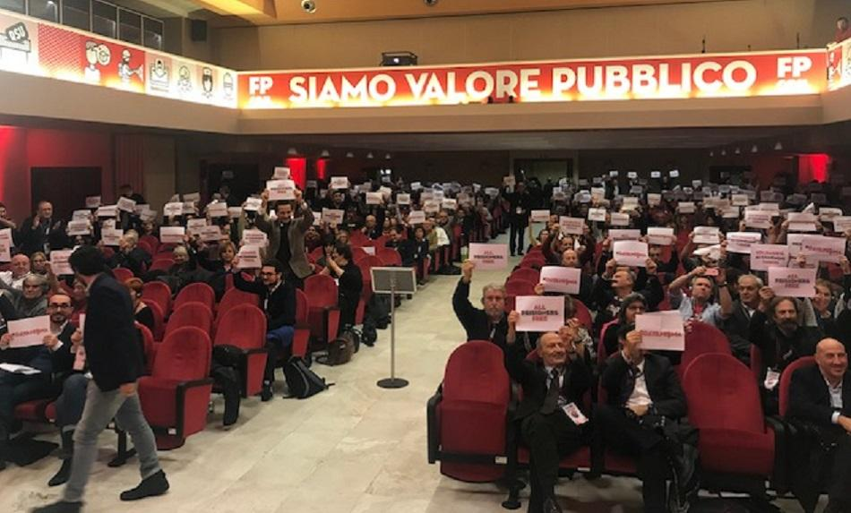 28 November 2018 FP CGIL Congress - participants showing solidarity with Turkish trade unionists