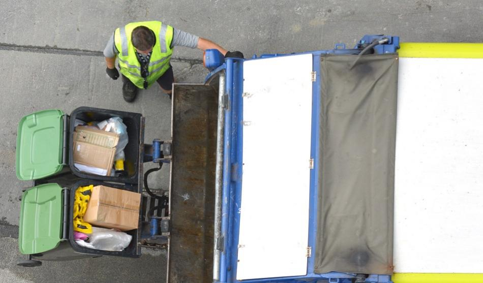 aerial view waste worker ©CanStockPhoto