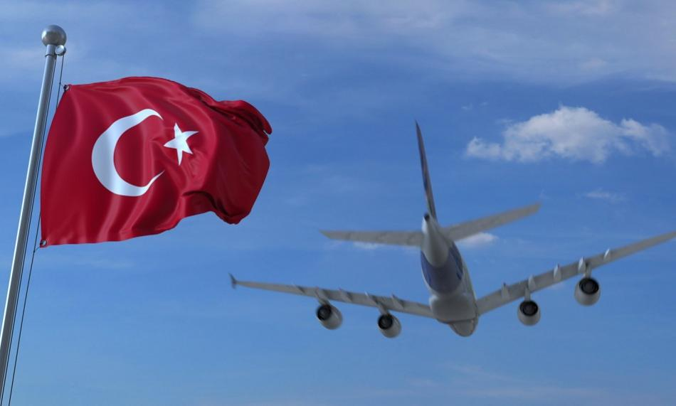 Airplane and Turkish flag ©CanStockPhoto moovstock 950px web