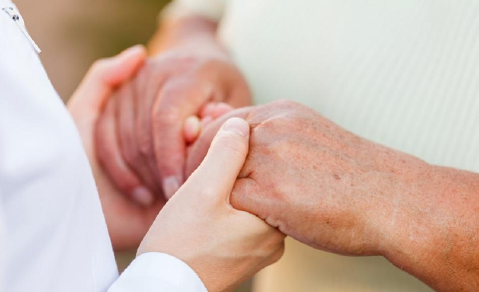 ©CanStockPhoto obencem Giving helping hands for elderly people