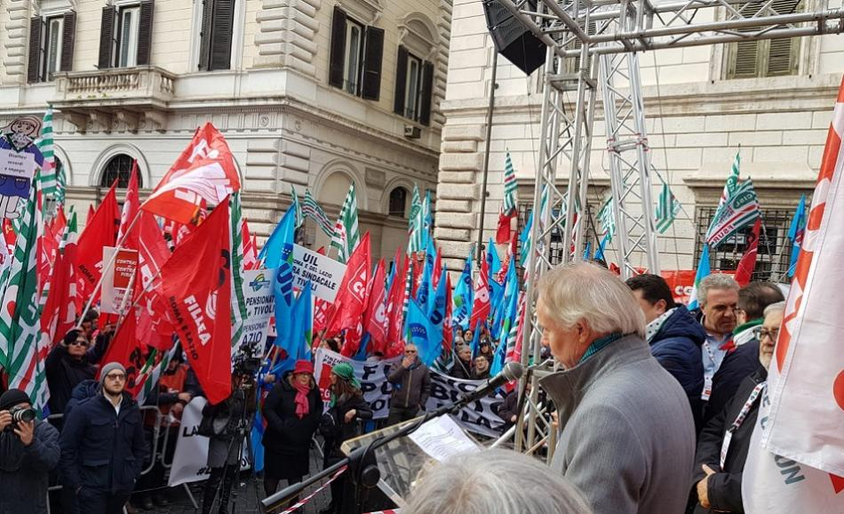 Firefighters demonstration in Roma 12 December 2019 - EPSU General Secretary speaking