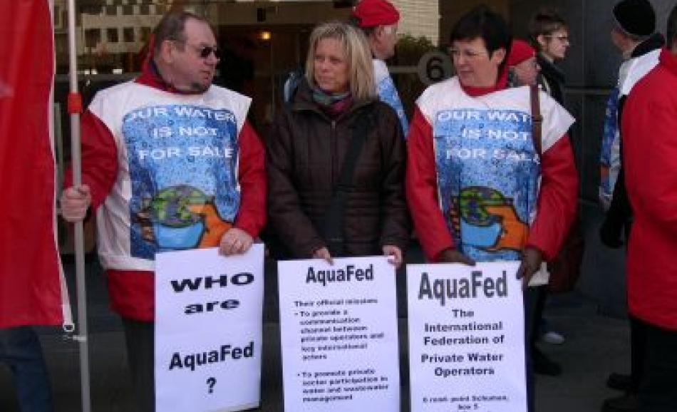 EPSU workers demonstrating outside the AQUAFED offices on World Water Day 22 March 2006