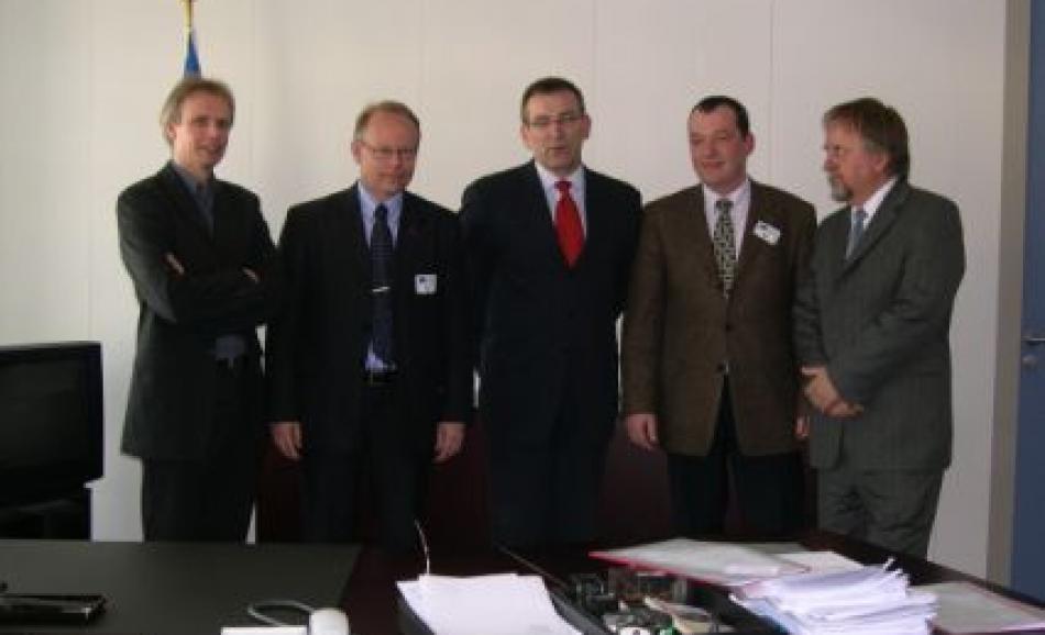 J.W.Goudriaan (EPSU DGS), Jan Ruden (SEKO), Commissioner Piebalgs, Sven Bergelin (Ver.di) and Reszo Gal (VdSzSz)