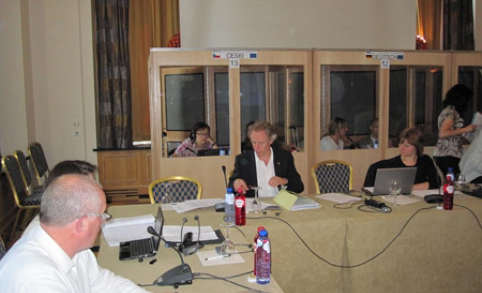 EPSU Deputy General Secretary Jan Willem Goudriaan signing the CSR Joint Statement
