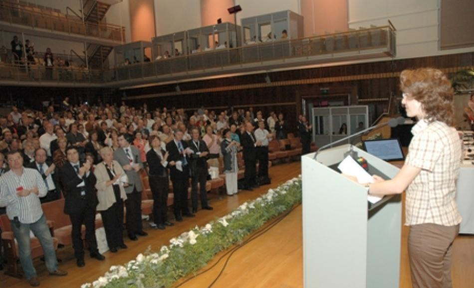 Meryem Ozsogut receives a standing ovation from EPSU congress delegates